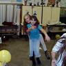 09 - Na ki tud fél lábon, a hátán 35 kilóval, félbehajtott újságpapíron táncolni?.jpg