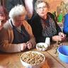 07 - Megbeszélték a falu fontos dolgait is.jpg