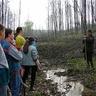 08 - Az erdészet egyik munkatársa beszél a faültetés fontosságáról, a fák életünkben betöltött szerepérõl.jpg
