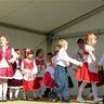 15 - A szakcsi óvodások népi gyermekjátékokkal szórakoztatták a közönséget.jpg