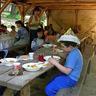 02 - Mindenkinek jólesett a laktató ebéd .jpg