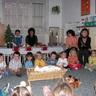 09 - A jászolban fekvõ kis Jézus köré gyûltek a gyerekek.jpg