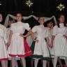 03 - Az iskola Szivárvány Néptánccsoportja szatmári táncot mutatott be.jpg