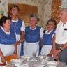 09 - Verssel és dalokkal köszöntötték a Nyugdíjas Klub tagjai Tarácski Jánosnét.jpg