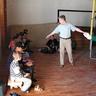 05 - Horváth Attila, tanító a szabályokat magyarázza a gyerekeknek.jpg