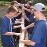09 - Ügyes kezek próbálják a tömlõben átvezetni a 2 ping-pong labdát.jpg