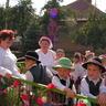 09 - Nagy sikert arattak az óvodások, akik saját készítésû pártákat viseltek.jpg