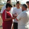 12 - Szuprics János testnevelõ tanár, szervezõ a játék menetét egyezteti a csapatokkal.jpg