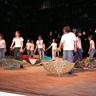 03 - A Kocsolai Általános Iskola az Ének az esõben címû musicelre táncolt.jpg