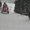 02 - Törõ Csaba az Önkormányzat kistraktorával tolta le a havat falunk járdáiról.jpg
