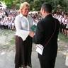 11 - Az iskola egy-egy könyvvel köszönte meg az évek során tevékenykedõ szülõk munkáját: Gubinczki Ferencné.jpg